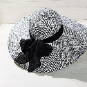 Two-Tone Straw Wide Brim Hat